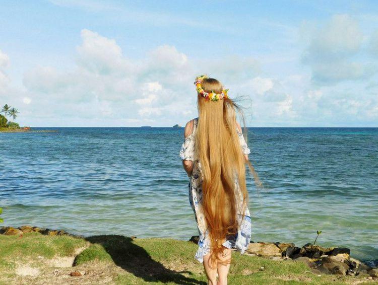 国外女子每天一勺花生酱保持秀发长及脚踝