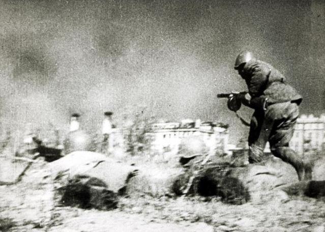 苏军逃兵团长同司令打架被打晕,后者掏出烟,随后命令令人诧异