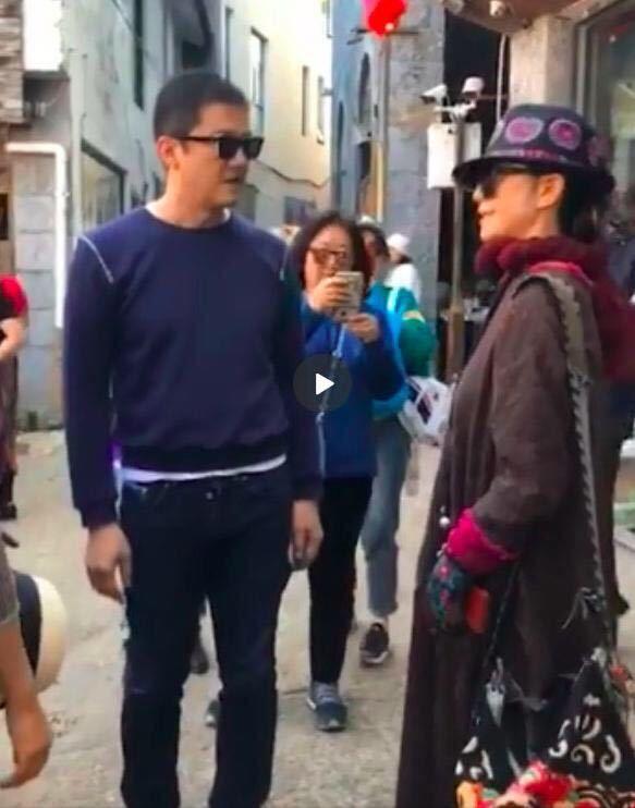李亚鹏大理偶遇杨丽萍,郭靖梅超风16年后再次同框引围观