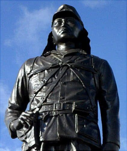 这个二战遭日本侵略的国家,为何给一个日本兵立雕像?