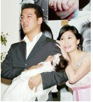 贾静雯情人节秀恩爱如偶像剧,网友:嫁对了人越活越像小女生