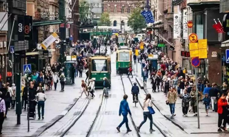"""芬兰的乌托邦试验:专给没有工作的人""""撒钱"""",中国人羡慕嫉妒恨。"""