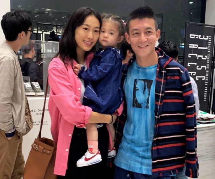秦舒培自曝与陈冠希关系影响父母,爸爸对妈妈好很多还会做家务!