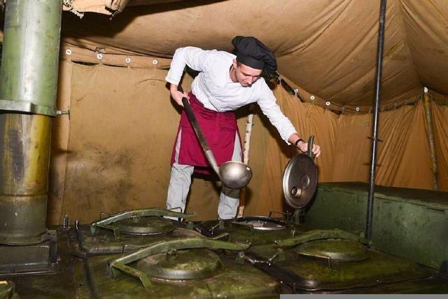 埋锅造饭成为历史,炊事班将被淘汰?我军未来到底怎么吃饭