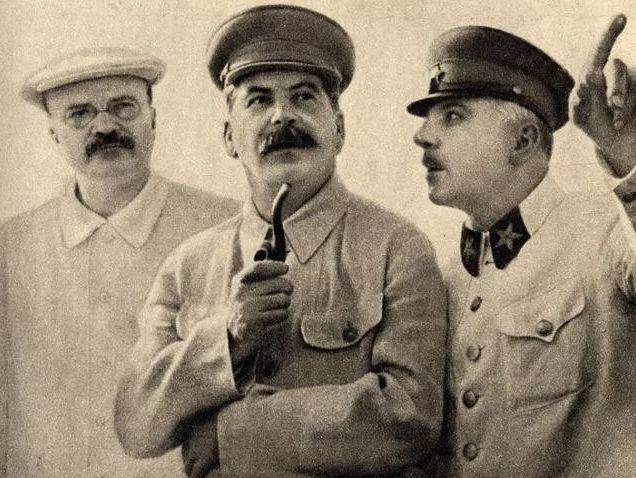 这位元帅誓死追随斯大林,但实在太无能,斯大林最终都受不了他