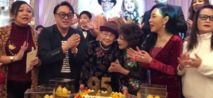 95岁梅妈取梅艳芳20万遗产,办豪华生日宴,配饰名贵大跳热舞