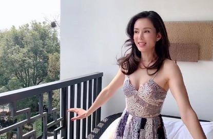 李若彤晒近照肤如凝脂,笑嗔网友截图太性感,被赞美若混血少女!