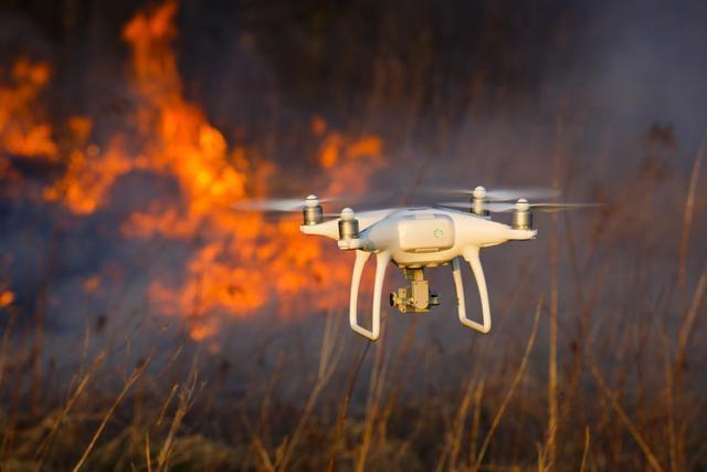在山火爆燃的时刻,如何利用高科技保护消防员?