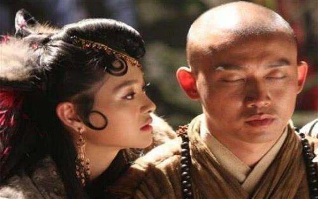 无底洞中写的清楚,尊李天王和哪吒为父兄,玉鼠精因何要自亮身份