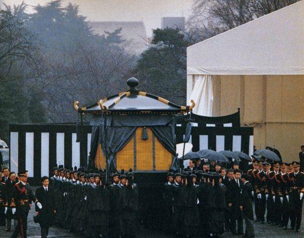 日本的国歌为何像哀乐?其实就是,韩国人却说:这是在歌颂我们