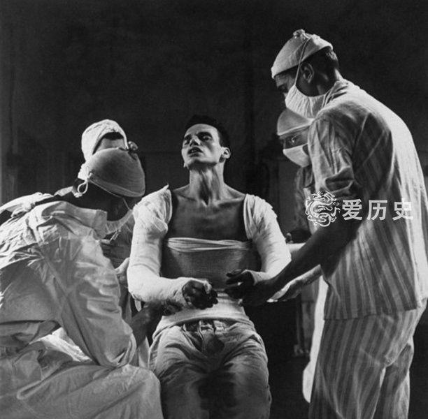 纳粹德国集中营里的活人实验服药后要求囚犯24小时不停负重行走