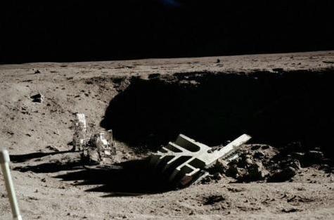 嫦娥发来月球照片,上面似乎有些不寻常的东西!