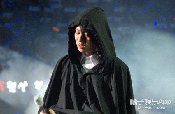 港媒爆韩庚和卢靖姗结婚,网友却纷纷在问金希澈