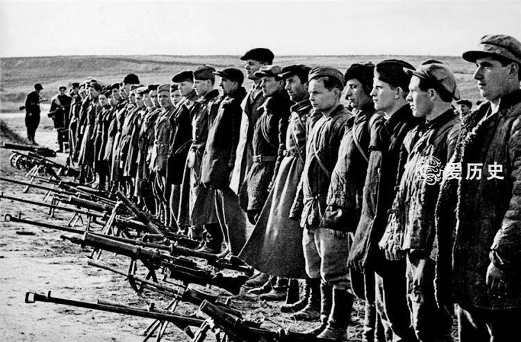 大清洗动摇了苏联军队的根基团长被提拔到军长开战一打惨败千里