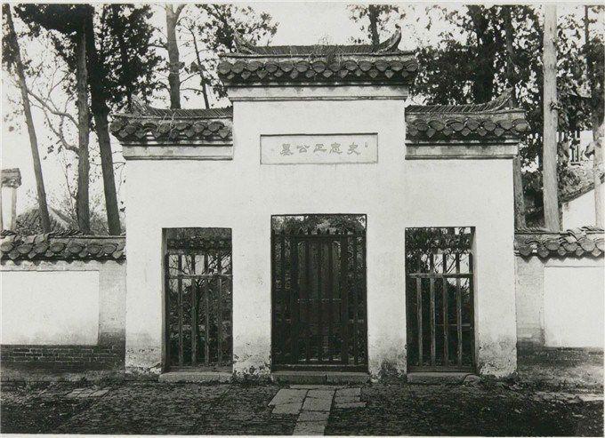 二三十年代扬州,有鉴真曾任住持的大明寺,率军民抗清的史可法墓