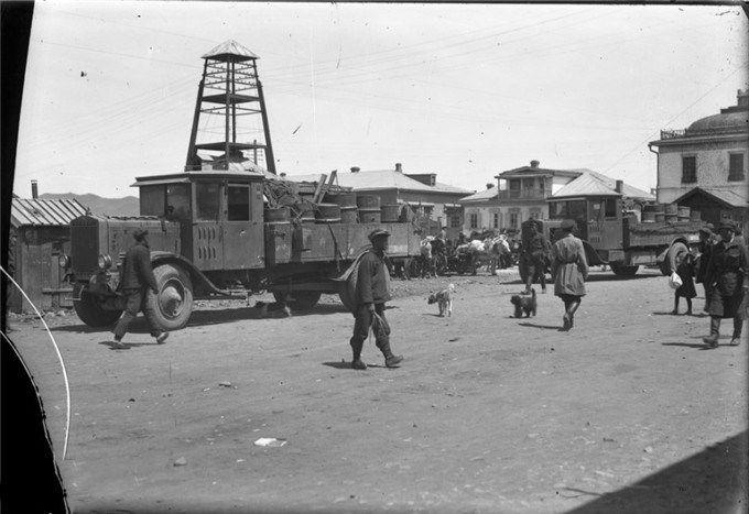 1930年代蒙古首都乌兰巴托像个大屯子,斯大林像挂得比乔巴山高