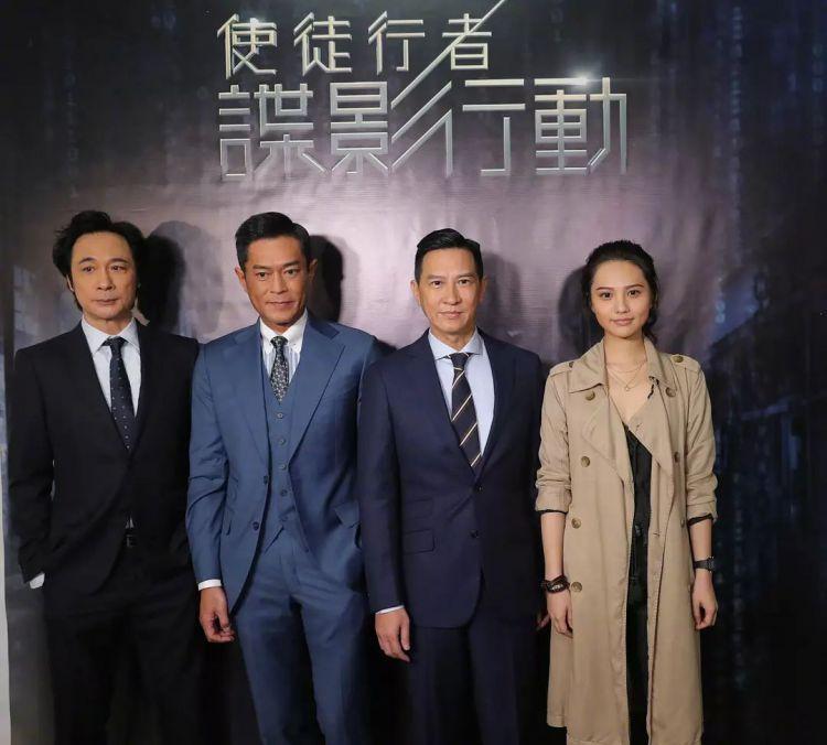《逐梦演艺圈》中的小配角,在《亲爱的》走红,新片搭档3个影帝