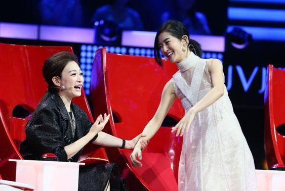谢娜怀孕惊动娱乐圈,李湘李小冉没转微博遭质疑,赵丽颖为何幸免