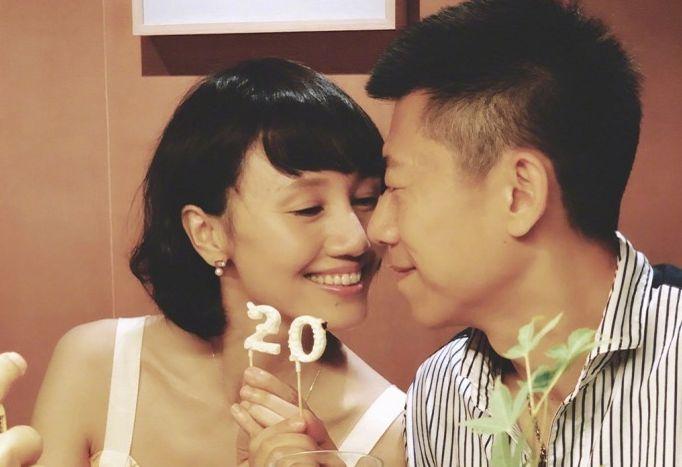 42岁袁泉近照曝光,与影帝丈夫风雨20年,被疑女星插足奉子成婚?