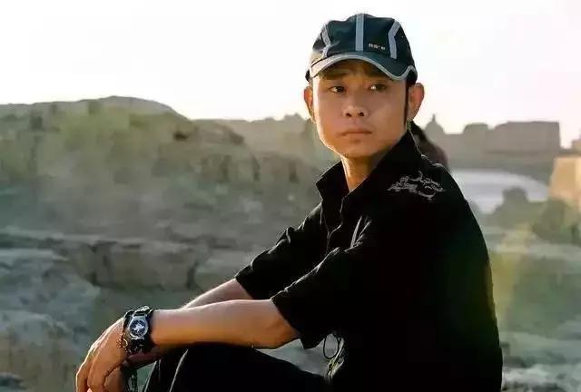 """被称为""""农民歌手"""",曾遭前妻无情抛弃,48岁的刀郎仍是传说"""
