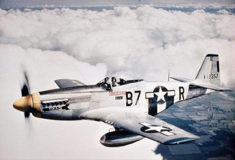 美国飞行员二战离奇失踪,新婚妻子苦等70年,发现真相时泪流满面