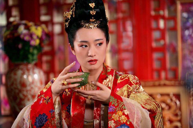"""赵又廷坦言巩俐是""""女神中的女神"""",对手戏佩服到当场跪倒"""