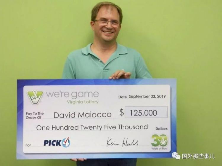 男子随手买了25张彩票竟然全部都中奖一共获得近百万