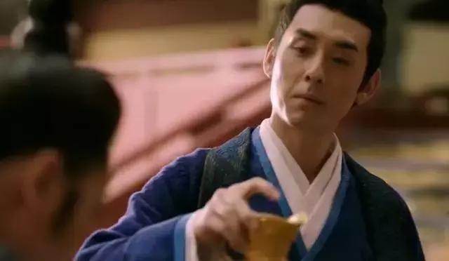 皇帝倒了杯毒酒说:祝弟弟活千岁!弟弟说了11个字,竟救自己一命