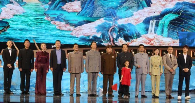 《攀登者》《中国机长》《我和我的祖国》开启点映,今晚这台晚会也绝不能错过!