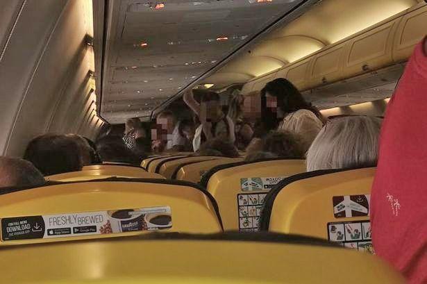 23元一瓶!欧洲廉价航班延误5小时拒供免费矿泉水,直到有人病倒