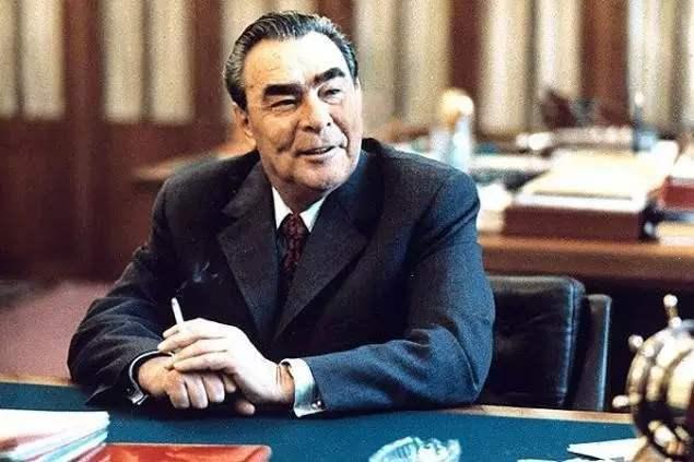 1969年勃列日涅夫为何没敢揿动打击中国的核按钮?