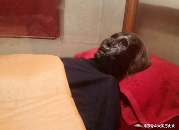 香河老人去世,为何遗体未经防腐处理还能表面似打蜡,十几年不腐