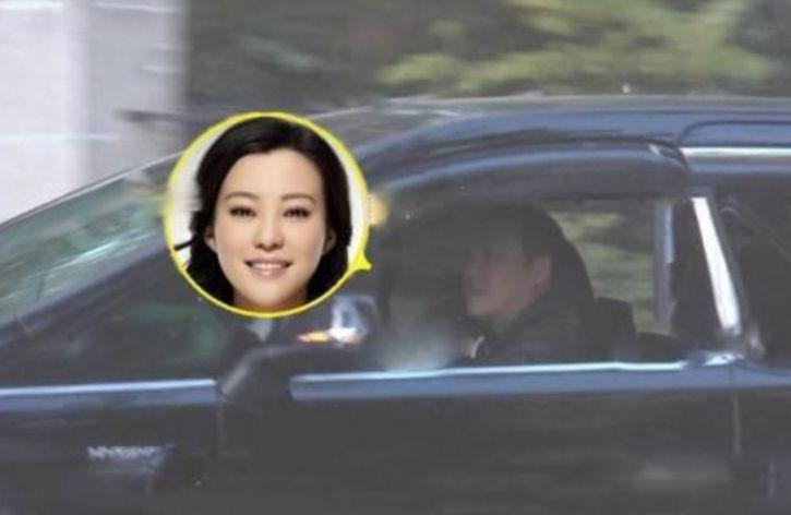 邓超前女友李光洁前妻,被曝与第二任老公离婚,与新男友亲密被拍