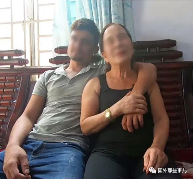 """24岁小伙娶65岁老太太为妻,禁止对方穿裙子称""""怕被别人抢走"""""""