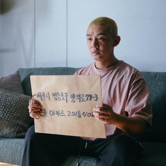 极限逃生!刘亚仁朴信惠丧尸新片《活着》定档海报