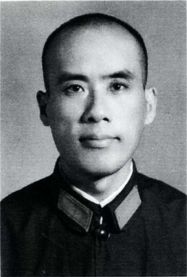 他是许世友手下突击队长,带出英雄连,后来当了北京军区司令员