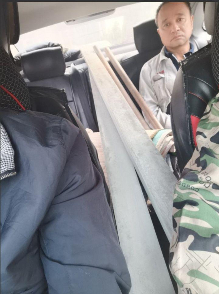 司机口述:载到三个彪形大汉,袋里装着斧头、砍刀,把我吓尿了。