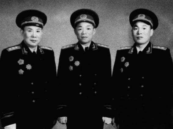 东北野战军十二个纵队司令员,都是谁,他们都是什么军衔