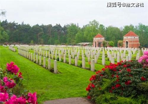 英国男子8年间被雷劈中3次,去世后,他的墓碑也被雷给劈了
