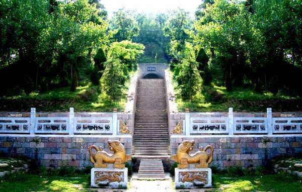 """河北中山简王墓发掘,出土了黄肠石,揭开关于墓葬的千年""""谜""""团"""