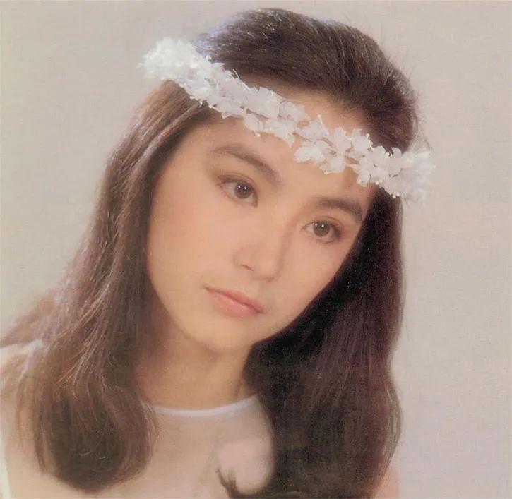 林青霞近照曝光,66岁穿搭新潮,她最羡慕的女星是巩俐
