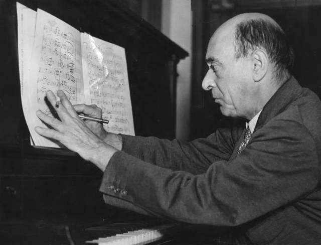 历史上的今天|西方现代主义音乐的代表人物勋伯格逝世