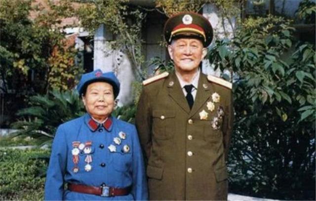 """中国唯一""""六星上将""""洪学智:妻子如今百岁高龄,儿子一省长一少将"""