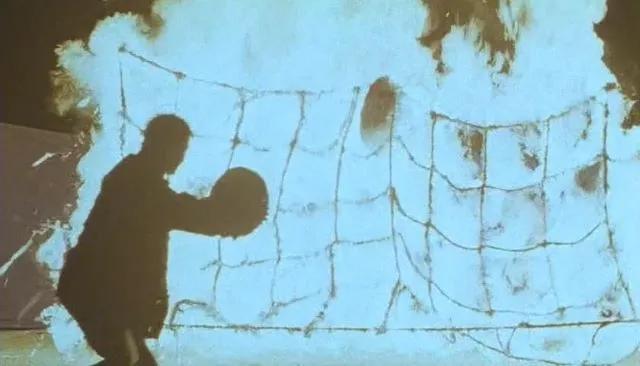 30年前,林正英和师兄董玮,试图重振僵尸片的辉煌,结果一败涂地