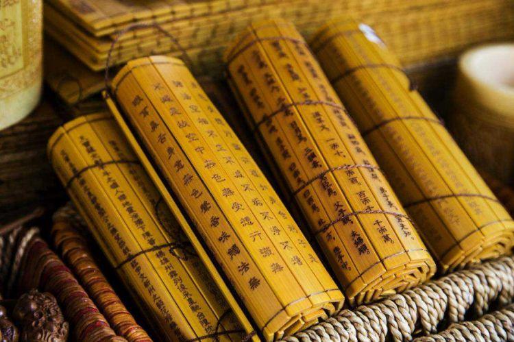 """东汉才发明了造纸术,为何战国时就出现了""""纸上谈兵""""的典故呢?"""