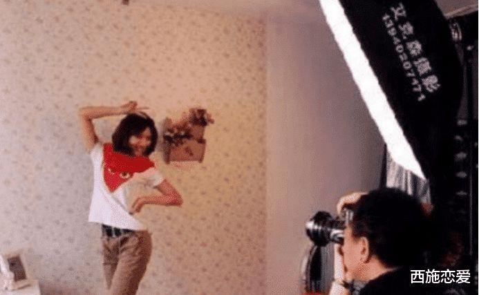 19岁女大学生,拍艺术照时不穿底裤,摄影棚内被强行发生关系!