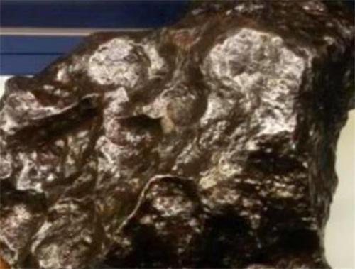 唯一被隕石砸中的人,雖只受了輕傷,但后續的麻煩卻改變了她一生