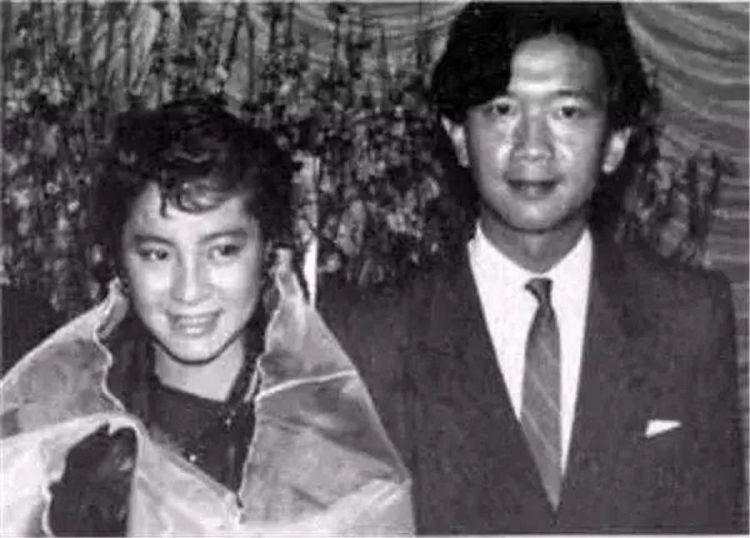 为捧杨紫琼做明星,亿万富豪买下洪金宝公司,一部港片经典诞生了