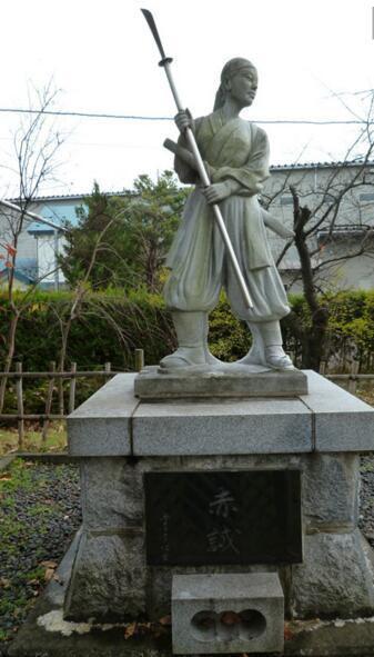 日本女子参战简明史:能甩男军官耳光的,只在一个地方出现