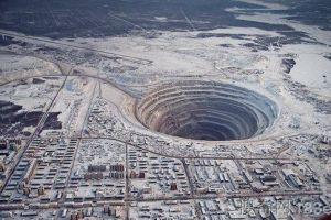 [超然现象] 世界上最奇异10个坑洞